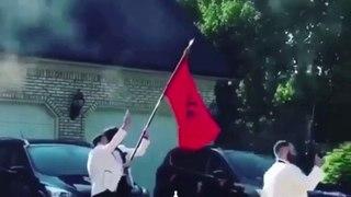 Mariage en Albanie : ils tirent en l'air avec des kalachnikov !