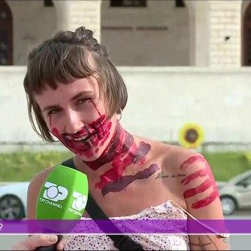 """Jo është jo o plak, mesazhi i vajzës """"artiste""""  të protestës"""