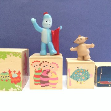 In The Night Garden Iggle Piggle and Wooden Blocks