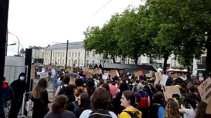 Des centaines de manifestants contre le racisme et les violences policières à Nantes