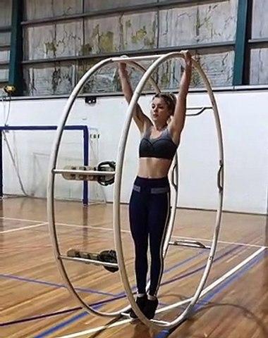 Une gymnaste au sommet de son art