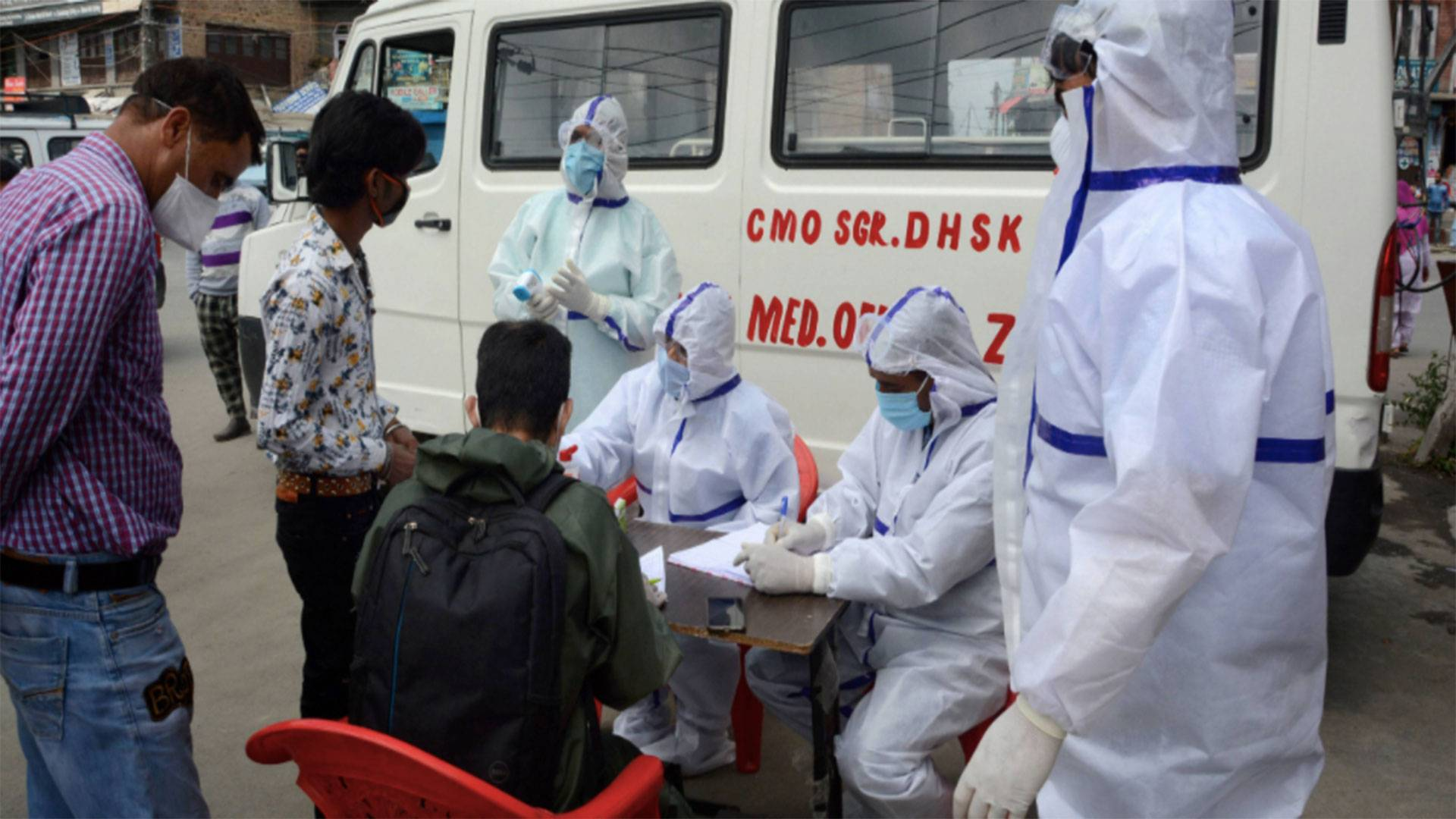 50 News: COVID-19 cases cross 300,000 in India
