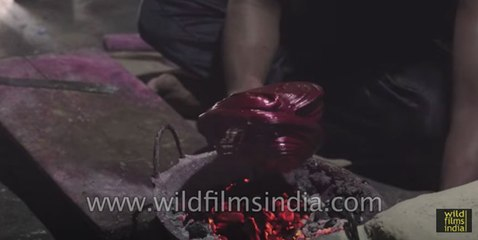 Lacquer bangles being made : Make in India story from Bihar