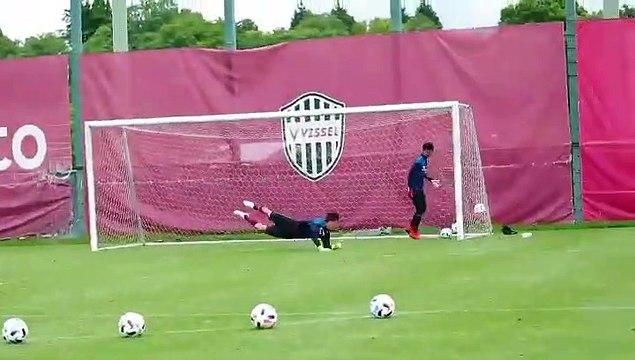 La précision incroyable d'Andrés Iniesta à l'entraînement