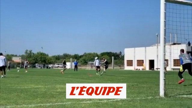 André-Pierre Gignac nettoie la lucarne à l'entraînement - Foot - WTF
