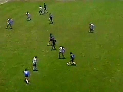 Le but de la main de Maradona contre l'Angleterre