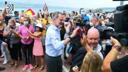 Los Reyes se dan un baño de masas en el arranque de su gira por España