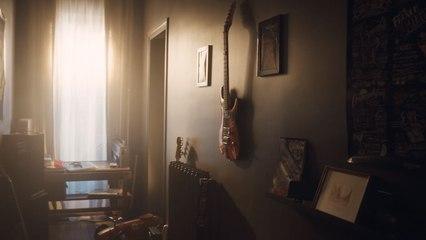 Maison Protégée - Objet inestimable n°23 - Ma première guitare - Orange