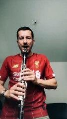 Grégoire Margotton joue « You'll never walk alone » à la clarinette pour fêter le titre de Liverpool