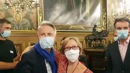 La joie de Serge Grouard et ses colistiers et soutiens, après la victoire de la liste de l'ancien maire d'Orléans aux municipales 2020