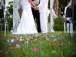 حفل زفاف عربي تقليدي لكن في المقابر