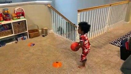 Basketball : un bambin vraiment très adroit