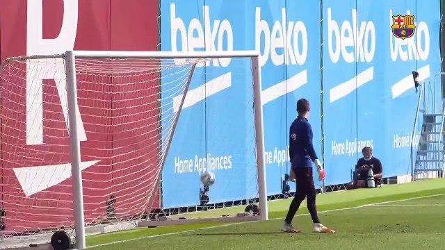 Le superbe but de Riqui Puig à l'entraînement du Barça