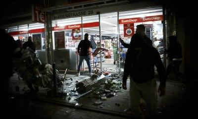 Riots erupt in Stuttgart after police drug checks – video
