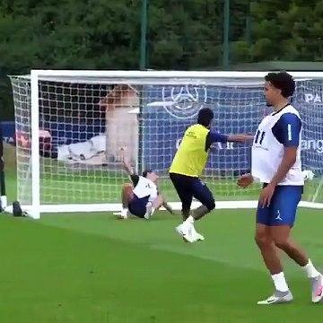 Neymar et le PSG inscrivent un but délirant à l'entraînement