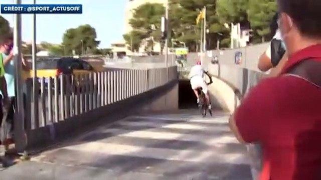 Gerard Piqué est arrivé puis reparti du Camp Nou à vélo !