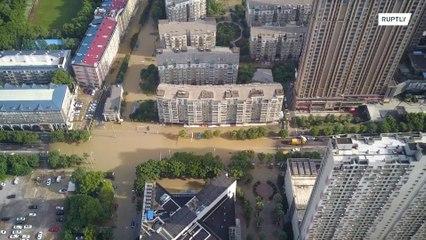 Alerta de inundação aumenta em Wuhan após fortes chuvas atingirem a China