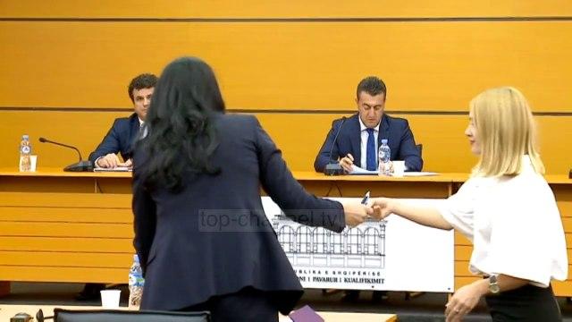 Top News - Kalon prokurorja e SPAK/ Manjola Kajana konfirmohet nga KPA