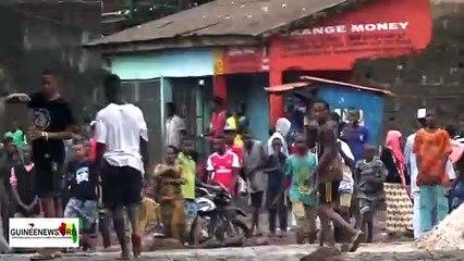 Des échauffouréessignalées à Wanindara: les jeunes et les policiers se regardent en chiende faïence