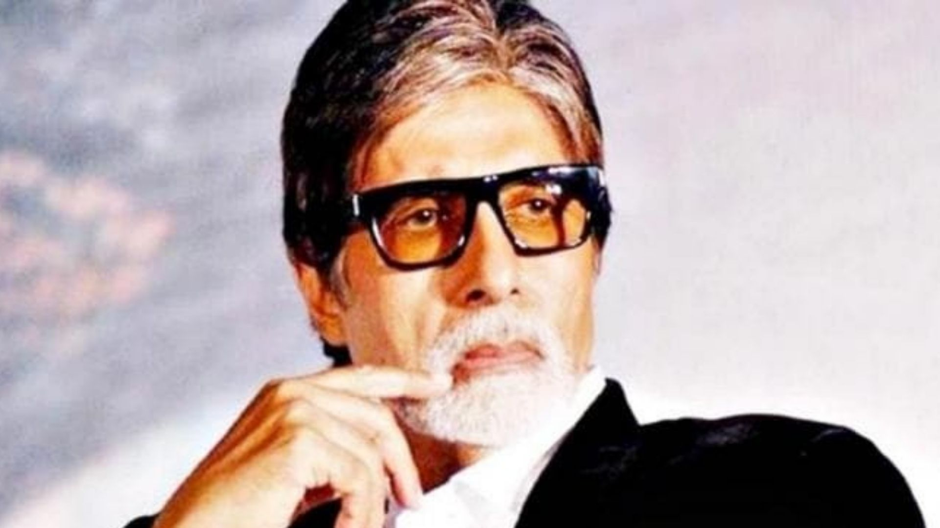 Legendary actor Amitabh Bachchan COVID symptoms mild