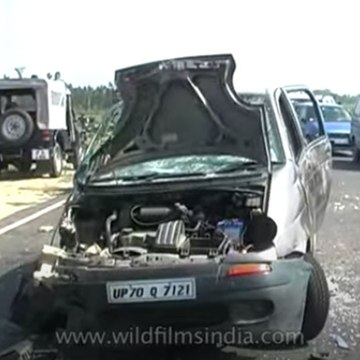 Police thrash protestors in Unnao, kick a woman after road accident