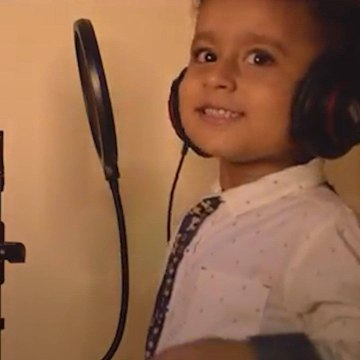 Cuteness overloaded: Watch this adorable 4-year-old boy sing 'Papa Kehte Hain'