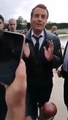Macron se fait chahuter au jardin des tuileries par des gilets jaunes