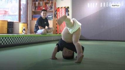 Bebê dançando breakdance quebra a internet na China