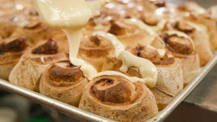 How a 74-year-old restaurant makes the best cinnamon roll in Chicago