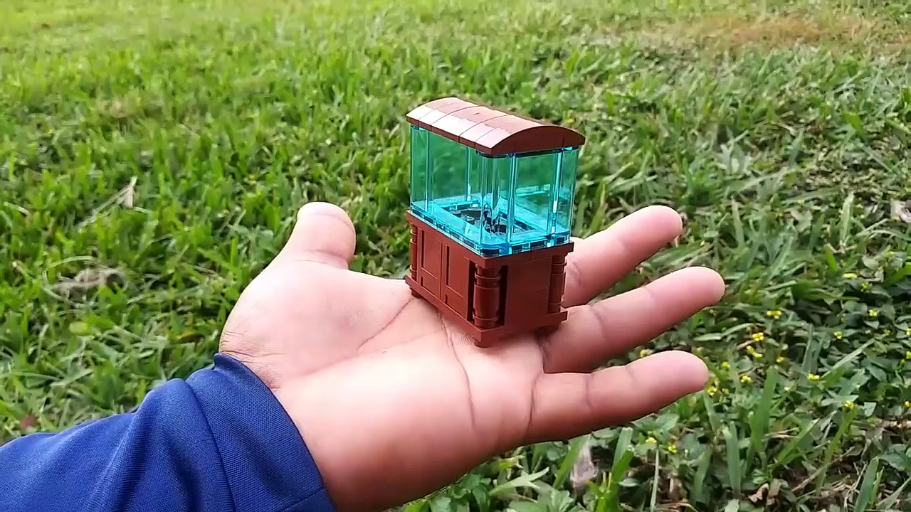 WORLD'S BEST MINI LEGO AQUARIUM with LIVE FISH! (REAL)