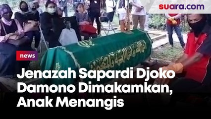 Isak Tangis Keluarga Pecah saat Jenazah Sapardi Djoko Damono Dimakamkan