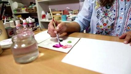 Cómo pintar una caja de flores