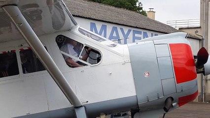 L'ancien pilote de chasse mayennais Roger Desplanques fête ses 100 ans en reprenant les commandes d'un avion