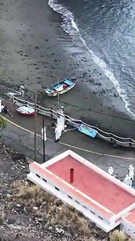 Llegan dos pateras con 13 personas a bordo a Playa Chica, en Santiago del Teide