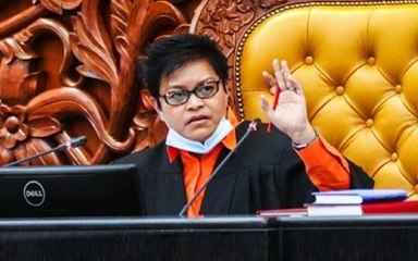 5,4,3,2,1..Sit down Azalina orders DAP's Rayer