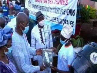 RTB - Remise de kits d'installation par le Premier ministre à des jeunes en fin de formation dans la boucle du Mouhoun