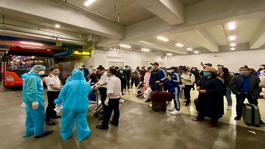 Chuyến bay nghĩa tình đưa 120 công dân dương tính với Covid-19 hồi hương | VTC | Godialy.com