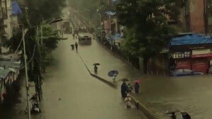 मूसलाधार बारिश से मुंबई की रफ्तार रुकी, अस्पतालों में पानी घुसे, 29 स्टेट हाईवे बंद