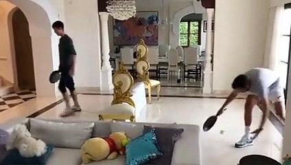 Coronavirus - Djokovic e il tennis durante la qurantena: gioca in salotto con le padelle!