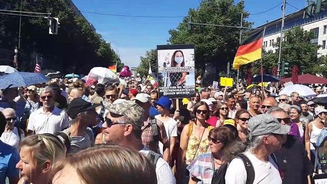 Angelika Barbe auf dem Tag der Freiheit am 1.8.2020 in Berlin