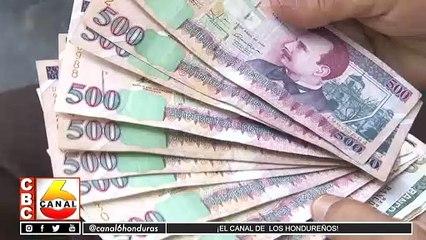 Maestros reclaman pago de salario del mes de Julio