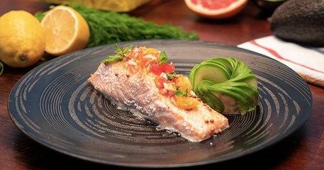 Cuisinez un délicieux saumon confit à l'huile d'olive avec sa salsa d'agrumes