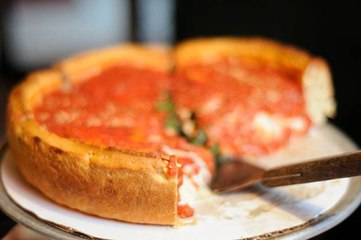 Tourists are Violating Chicago's Self-Quarantine Requirement to Eat Deep-Dish Pizza