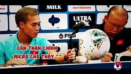 Những khoảnh khắc hài hước của Văn Toàn trong lần đầu đi họp báo với thầy Park  | VFF Channel