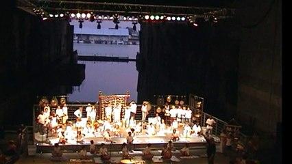 Gilles Dalbis Orchestre d'Enfants à la Base sous-marine de Bordeaux 2006 - Métal Eau Phonies, Installation de l'Instrumentation puis extraits de la création