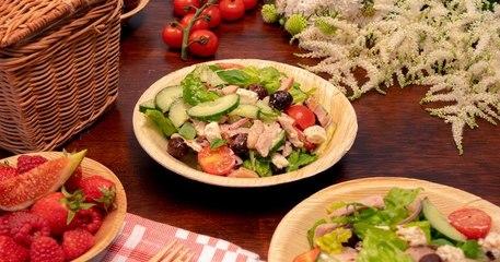 Pour votre prochain pique-nique, régalez-vous avec cette salade grecque au poulet !