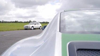 VÍDEO: Chris HARRIS enfrenta un PORSCHE 911R contra un PEUGEOT 205 Rallye