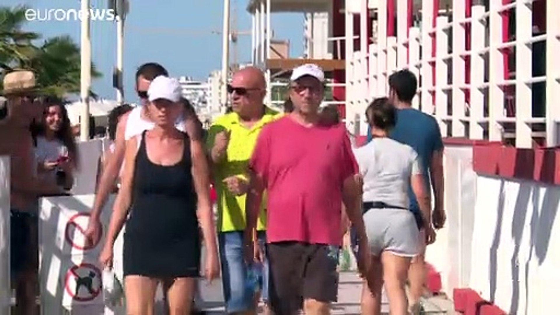 شاهد: دوريات للشرطة الإيطالية على الشواطئ لضمان التقيد بالشروط الصحية