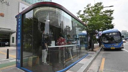 Hàn Quốc: Nhà chờ xe buýt thông minh diệt virus corona