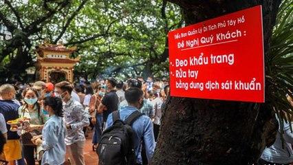 Hà Nội: Mặc Covid-19, hàng ngàn người chen lấn Phủ Tây Hồ   VTC